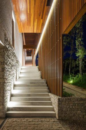 escalier extérieur - Ft house par Reinach Mendon Arquitetos - Bragança Paulista, Brésil