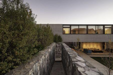 escalier extérieur - SH House par 01arq - La Dehesa, Chili
