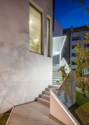 escalier extérieur - Urban-Eco-House par Tecon Architects - Bucuresti Roumanie