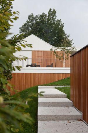 escalier extérieur accès - Hillside-Home par Multiplan Arhiteki - Ljubljana,Slovénie