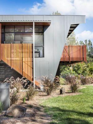 escalier extérieur et porte à faux - Northern Rivers Beach House par Refresh Architecture - South Golden Beach, Australie