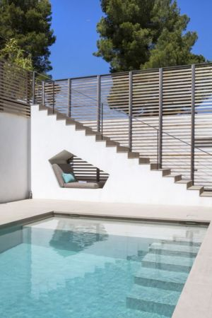 escalier extérieur piscine - Maison L2 par Vincent Coste - Saint-Tropez, France