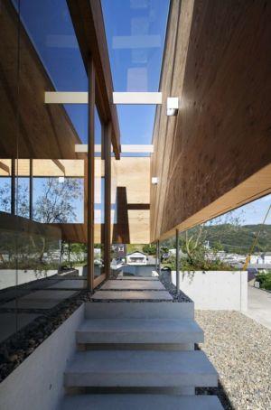escalier extérieur - pit-house par UID Architects - Okayama, Japon