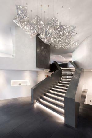 escalier illuminé accès étage - uneTrigg-Residence par Hiliam Architects - Trigg WA, Australie