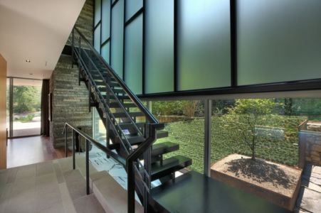 escalier métallique - East Windsor Residence par Alterstudio - Austin, Usa - Photo Paul Finkel