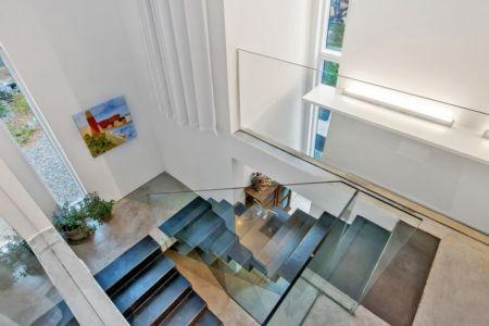 escalier - maison bois contemporaine par Gabriel Minguez - Ingarö, Suède