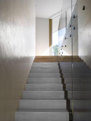 escalier - maison contemporaine par  Jarousek Rochová Architekti - Republique Tchèque - photo Filip Slapal