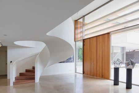 escalier monumentale entrée - The Dune Villa par HILBERINKBOSCH Architects - Utrecht, Pays-Bas