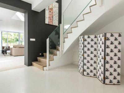 escalier séjour - magnifique propriété à vendre à Uccle en Belgique
