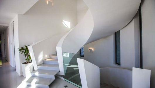 escalier sculptural - Villa Horizon - Arbonne - France |