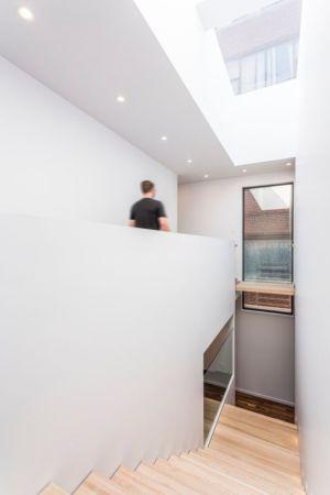 escalier vers étage - Résidence Waverly par MU Architecture - Montréal, Canada