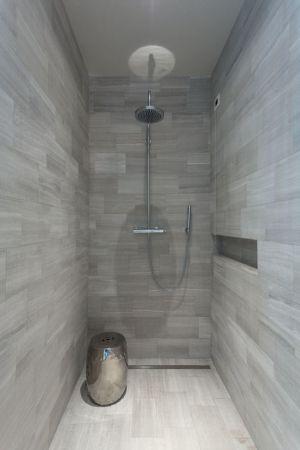 espace salle de bains - Wood-House par Marco Carini - Como, Italie