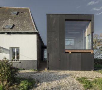 façade garage - Cliffs Impasse par ZIEGLER Antonin architecte - Senneville-sur-Fécamp, France