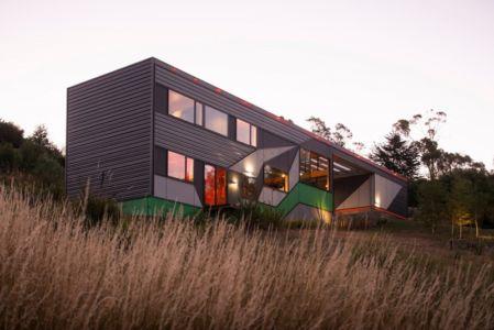 façade - Southern outlet house par Philip M-Dingemanse - Launceston, Australie - photo Jonathan Wherrett