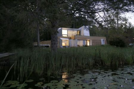 façade étang - lake house par Taylor and Miller Architecture and Design - Usa