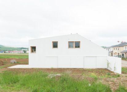 façade arrière - Individual-Hangar par Gens Association Libérale Architecture, France