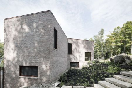 façade arrière - The Elves par Alain Carle Architecte - Morin-Heights, Canada