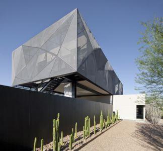 façade arrière et porte à faux - Tresarca House par assemblageSTUDIO - Las Vegas, Nevada, Usa