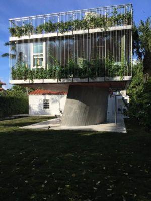 façade arrière végétalisée - Sun Path House par Studio Christian Wassmann - Miami, USA
