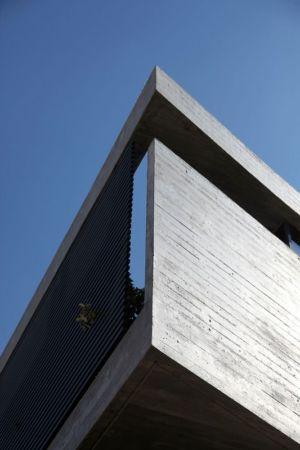façade béton niveau supérieur - A&A-House par WoArchitects - Athènes, Grèce