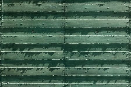 façade béton verdâtre - Ishikiri House par Sugawaradaisuke - Osaka, Japon
