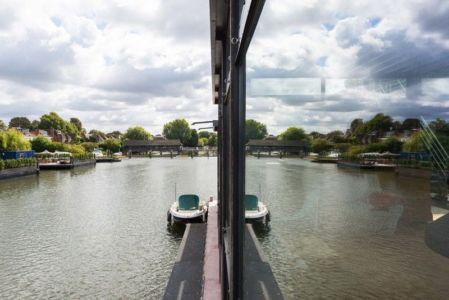 façade baie vitrée - houseboat par MAA Architects - Tamise, Angleterre