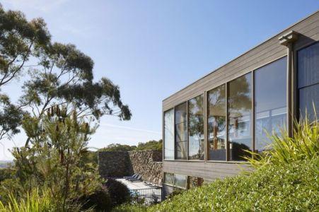 façade baie vitrée - maison contemporaine en bois par B.E ARCHITECTURE, Flinders, Australie