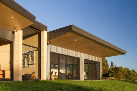 façade baies vitrées coulissantes - maison bois contemporaine par Finnis Architectes - Willow Grove, Australie