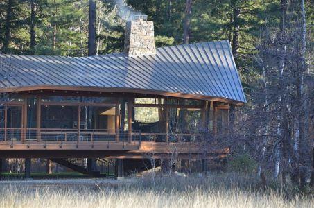 façade balcon - Mazama House par FINNE Architects - Methow Valley, Usa