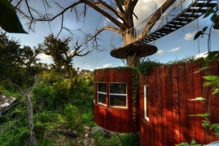 façade bardage bois verticale - artis-tree par artisTree de Cypress Valley Canopy - Texas, USA