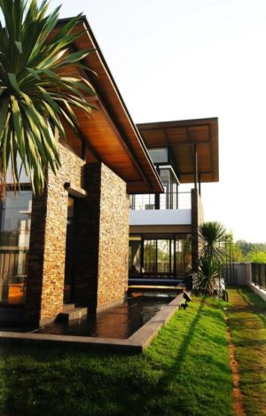 façade bassin - Nature House par JUNSEKINO Architect - Changwattana, Bangkok, Thaïlande