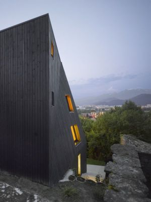 façade bois deux étages - Saint-Ange-Residency par Studio Odile Decq - Seyssins, France