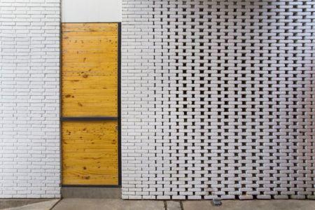 façade briques - Container-Urban par Atelier Riri - Bekasi, Indonesie