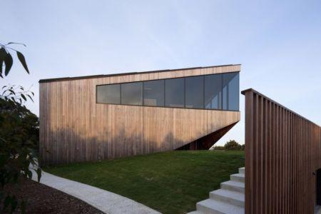 façade côté - Aireys House par Byrne Architects -  Aireys Inlet, Australie
