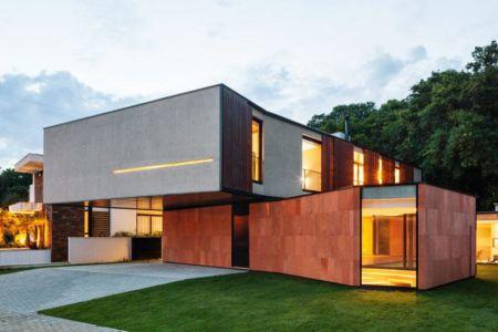 façade côté - NSN House par Biselli + Katchborian Arquitetos, Parana, Brésil