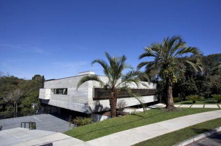façade côté rue - LM Residence par Marcos Bertoldi Arquitetos - Campo Comprido, Brésil