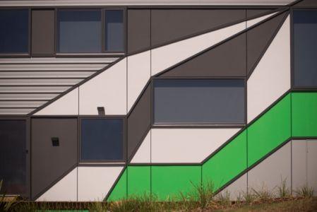 façade colorée - Southern outlet house par Philip M-Dingemanse - Launceston, Australie - photo Jonathan Wherrett