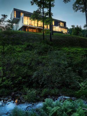 façade de nuit - Bridge House par Höweler + Yoon Architecture - McLean, Usa