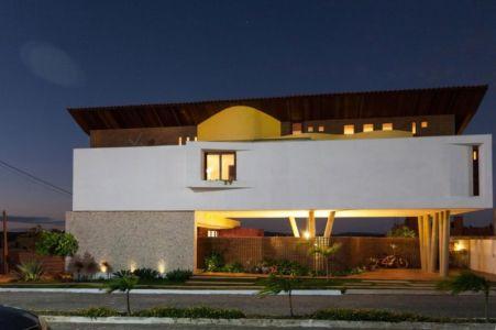façade de nuit - Casa do Arquiteto par Jirau Arquitetura - Pernambuco, Brésil