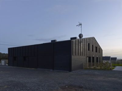 façade de nuit - Etoile Noire par  Angélique Chedemois Architect - Guérande, France