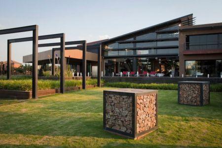 façade de nuit - House Tsi par Nico van der Meulen Architects - Afrique du Sud
