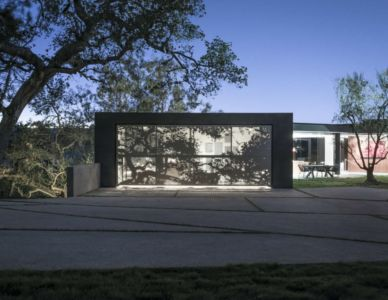 façade de nuit - Oak Pass Main House par Walker Workshop - Los Angeles, Usa