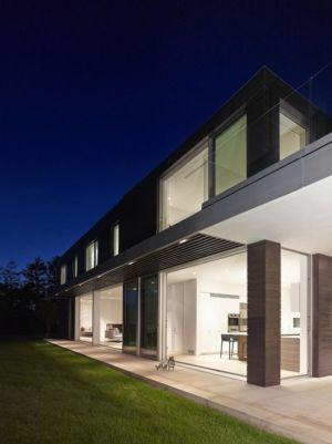 façade de nuit - Orchard House par Stelle Lomont Rouhani Architects - Sagaponack, Usa
