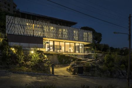 façade de nuit - Tahan Villa par BLANKPAGE Architects - Kfour, Liban