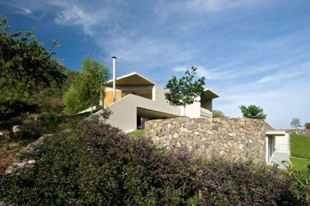 façade en pierres - case-del-lago par Juan Ignacio Castiello Arquitectos - San Juan Cosalá, Mexique