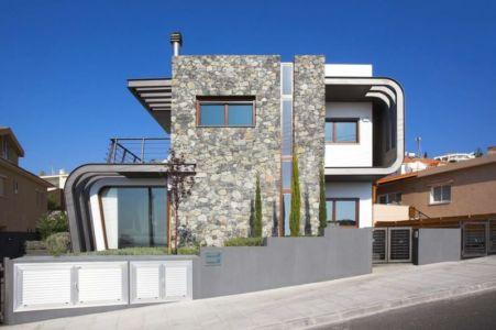 façade en pierres côté rue - tsikkinis par Tsikkinis Architecture Studio - Limassol, Chypre