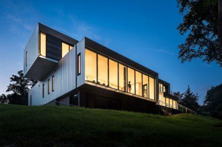 façade en porte à faux - Bridge House par Höweler + Yoon Architecture - McLean, Usa
