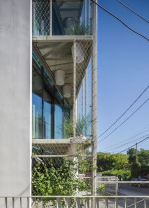 façade très végétalisée - Urban-Eco-House par Tecon Architects - Bucuresti Roumanie