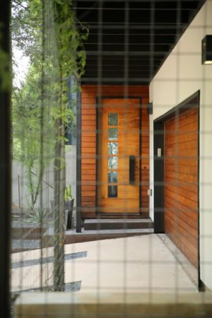 entrée principale et garage - 1980-Home par Dick Clark + Associates - Austin, USA