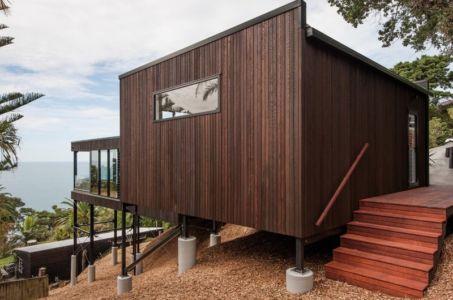 façade entrée - 25A Duncansby par Iconic Homes - Whangaparaoa, Nouvelle-Zélande